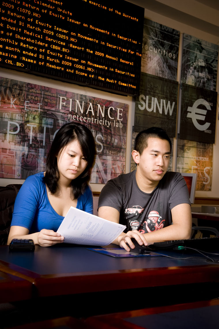 Finance students, by education photographer Mike Morgan